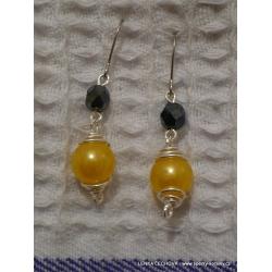 Stříbrné náušnice s korálky - žluto-černé