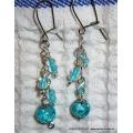 Stříbrné náušnice z modrých korálků (bižuterie)